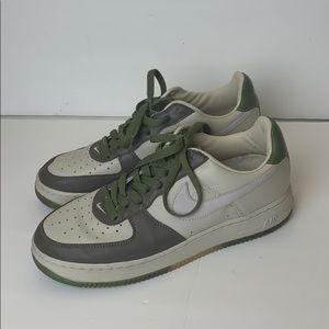 Air Force 1 Low Retro Green/White w/ Camo Soles